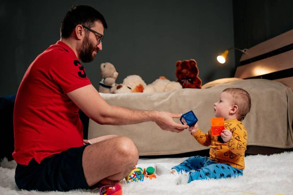 Wetsvoorstel betaald ouderschapsverlof aangenomen door Tweede Kamer